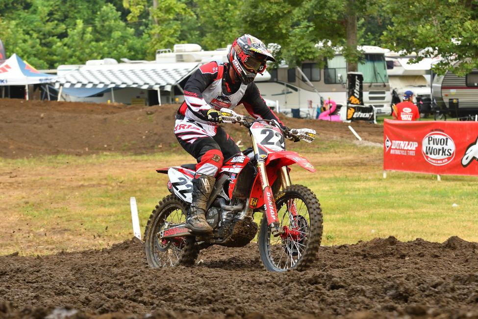 Darin Downs took the Vet (30+) moto 1 victory.